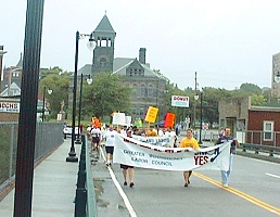 2000 Labor Day Parade on the Court Street Bridge